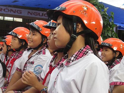 """Phát động """"Đội mũ bảo hiểm đạt chuẩn cho gia đình"""" - ảnh 1"""