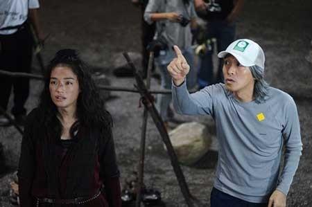 Châu Tinh Trì (phải) trên phim trường bộ phim điện ảnh Tây Du Ký: Mối tình ngoại truyện. Ảnh: Sina.