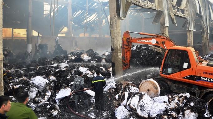 Cháy nhà máy giấy ở Bắc Ninh: Thiệt hại 200 tỉ đồng - ảnh 1