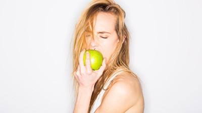 Táo chứa phloridzin – một chất có cấu trúc tương tự như hormone tình dục ở nữ giới giúp bôi trơn âm đạo.