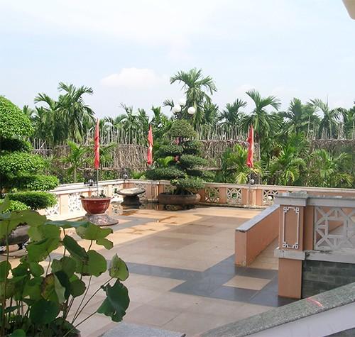 Chùm ảnh Nhà văn viếng thăm Đền Tưởng niệm Ngã Ba Giồng và 18 thôn vườn trầu (3) - ảnh 1
