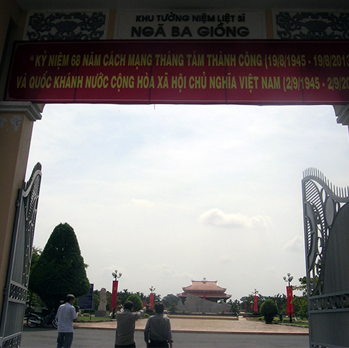 Chùm ảnh Tượng đài tại Đền Tưởng niệm Ngã Ba Giồng (1) - ảnh 3
