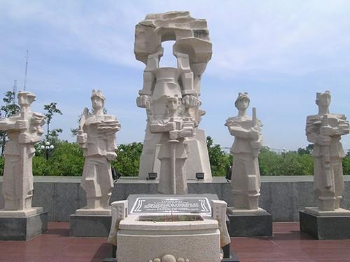 Chùm ảnh Tượng đài tại Đền Tưởng niệm Ngã Ba Giồng (1) - ảnh 10
