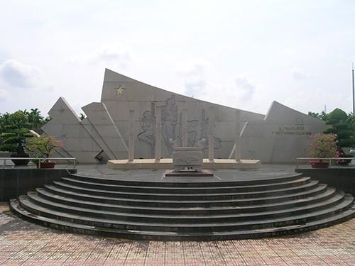 Chùm ảnh Tượng đài tại Đền Tưởng niệm Ngã Ba Giồng (1) - ảnh 4