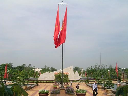 Chùm ảnh Tượng đài tại Đền Tưởng niệm Ngã Ba Giồng (1) - ảnh 11