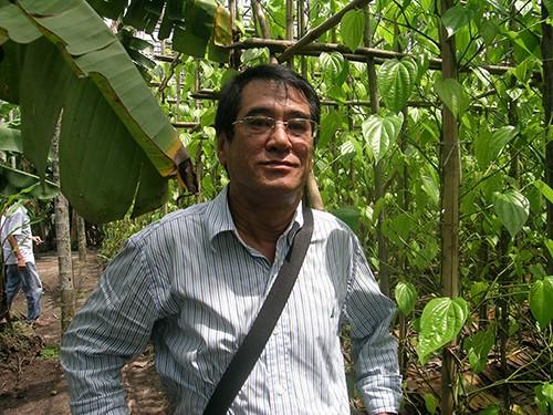 Chùm ảnh Nhà văn viếng thăm Đền Tưởng niệm Ngã Ba Giồng và 18 thôn vườn trầu (3) - ảnh 13