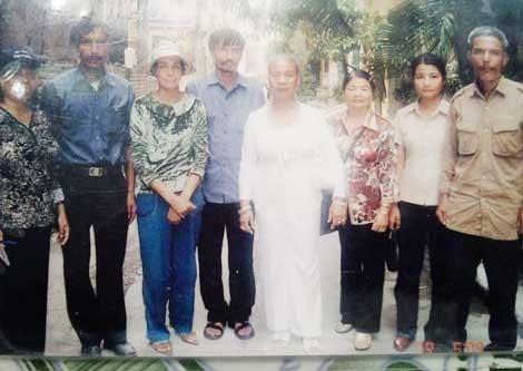 Hình ảnh đoàn tụ của anh em bà Xuân.