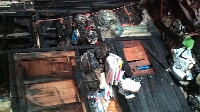Kéo vợ khỏi đám cháy đưa đi cấp cứu, mặc đồ đạc bị thiêu rụi