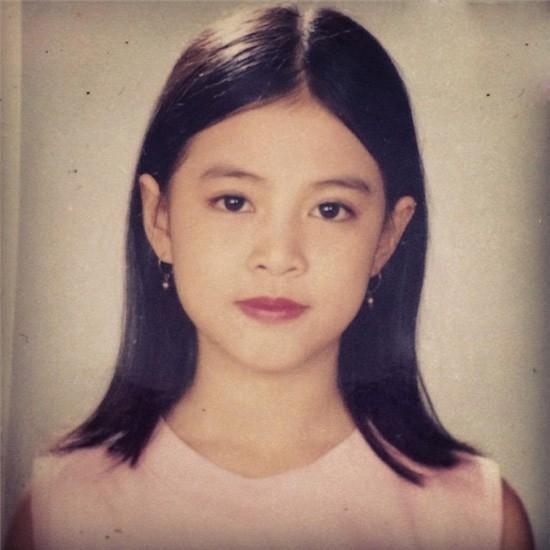 Một bức ảnh thời niên thiếu của Hoàng Thùy Linh được tung lên mạng khiến nhiều người phải xuýt xoa trước nhan sắc hoàn hảo của cô.