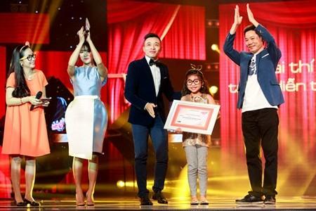 Giải trình diễn tốt nhất được trao cho bé Trang Thư.