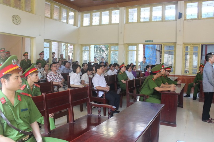 Xét xử hung thủ vụ án oan ông Chấn: Tòa bất ngờ hoãn xử - ảnh 4