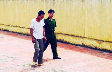 Công an Bắc Ninh dẫn giải đối tượng Đoàn Văn Phan.