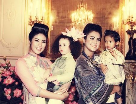 Ngọc Hân và Hoa hậu Pháp 2004 trong một buổi trình diễn thời trang tại Pháp cách đây ít tuần.