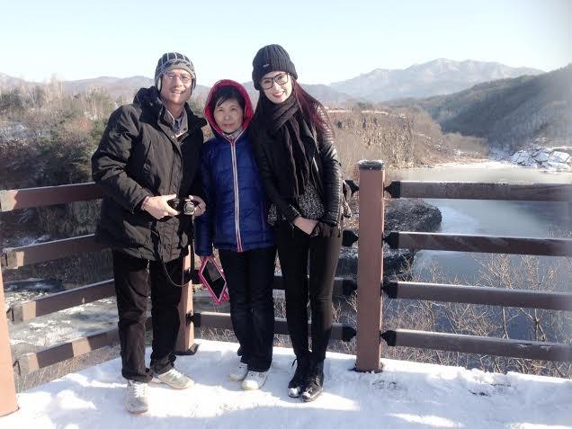 Ngọc Hân và bố mẹ trong chuyến du lịch nước ngoài.
