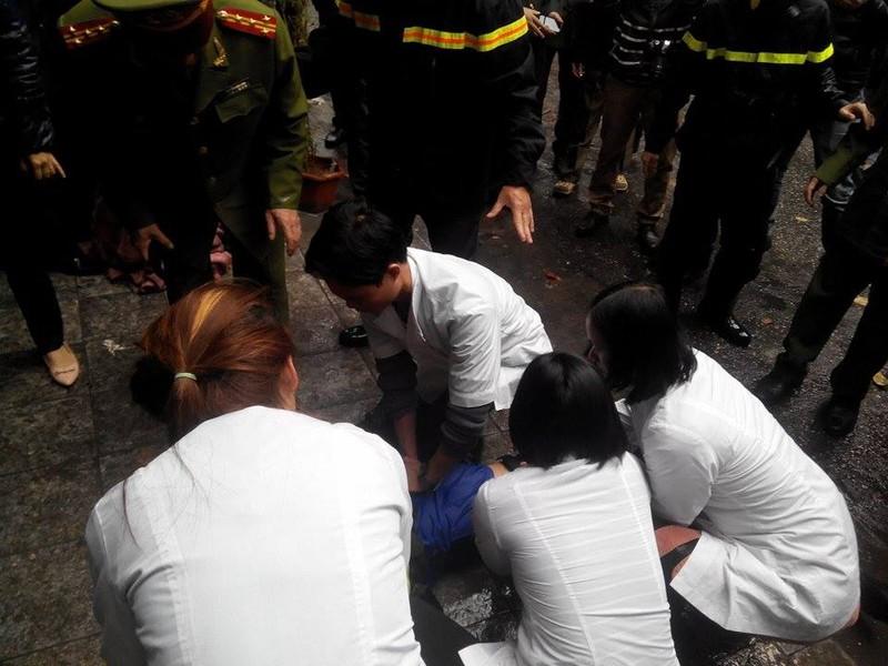 Cháy lớn ở Hà Nội: Huy động hàng trăm cảnh sát  - ảnh 7