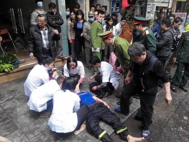 Cháy lớn ở Hà Nội: Huy động hàng trăm cảnh sát  - ảnh 9
