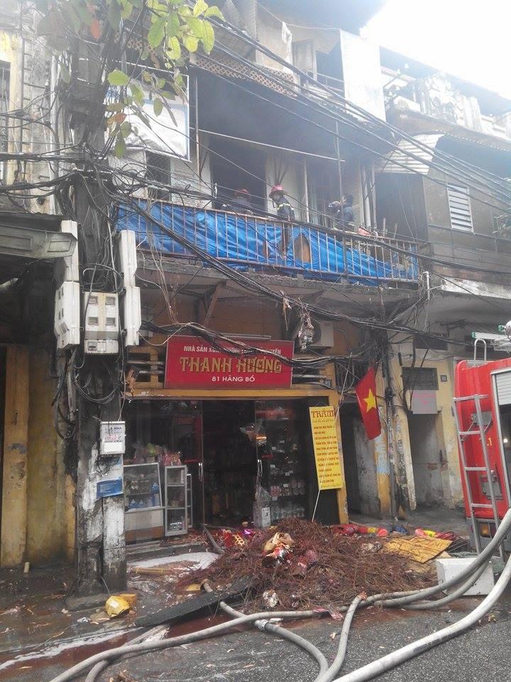 Cháy lớn ở Hà Nội: Huy động hàng trăm cảnh sát  - ảnh 13