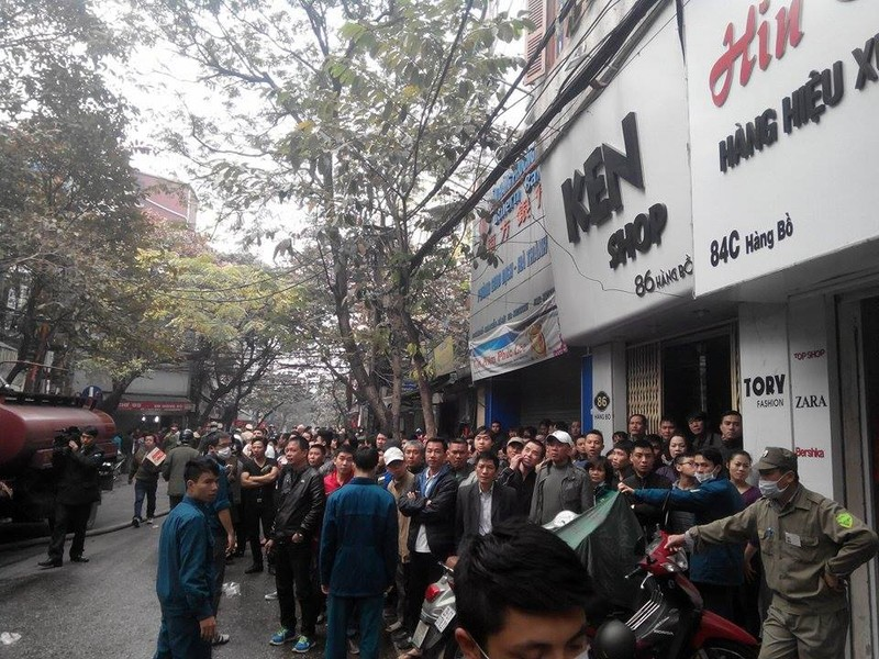 Cháy lớn ở Hà Nội: Huy động hàng trăm cảnh sát  - ảnh 6