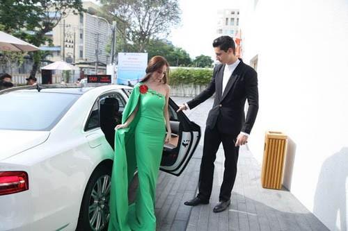 Mốt 'khoe' siêu xe của sao Việt - ảnh 11