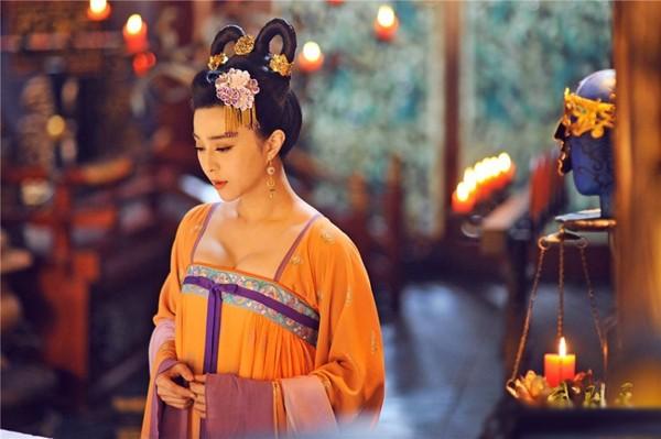 Sao Việt và hot girl đua nhau tạo hình Võ Tắc Thiên - ảnh 2