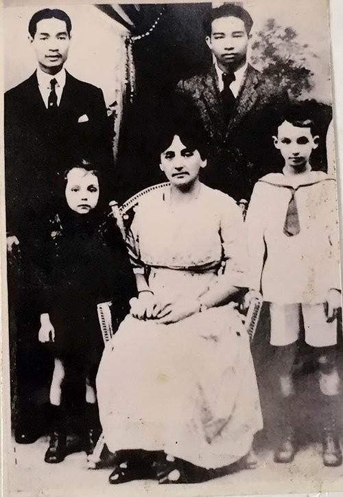Huỳnh Thủy Lê - M.Duras - kỳ 1: Bà hiệu trưởng người Pháp mê áo dài - ảnh 1