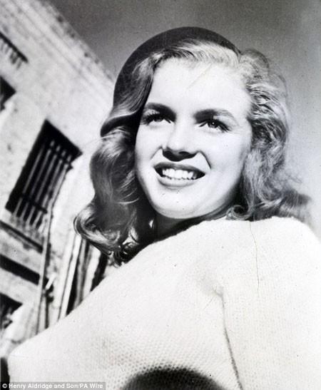 """Bức ảnh chụp Marilyn Monroe thuở """"chân ướt chân ráo"""" tới Hollywood"""