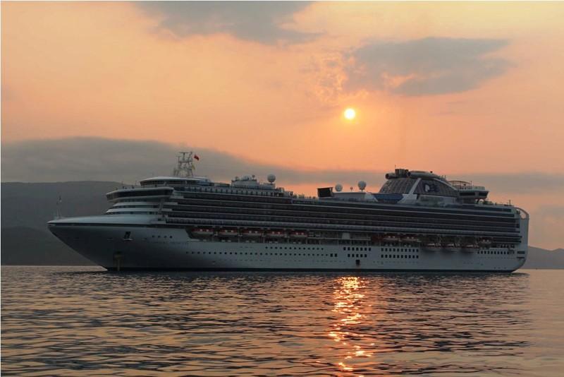 Tàu du lịch đưa gần 3 nghìn khách đến Nha Trang  - ảnh 1