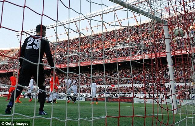Barca chấp nhận kết quả hòa 2-2 cay đắng tại Sanchez Pizjuan