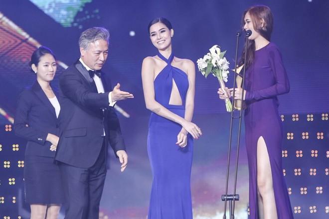 Ngọc Trinh nhận danh hiệu 'Nữ hoàng bikini châu Á' - ảnh 6