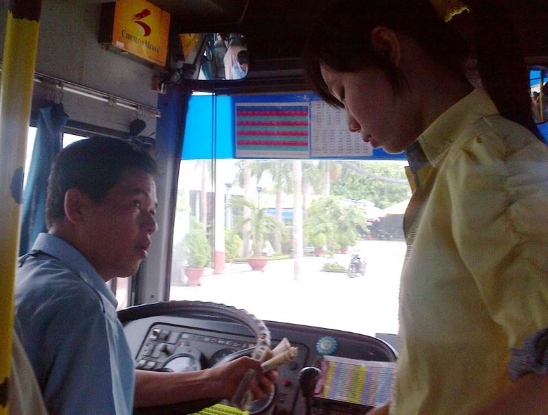 Gắn camera chống móc túi, sàm sỡ trên xe buýt - ảnh 1