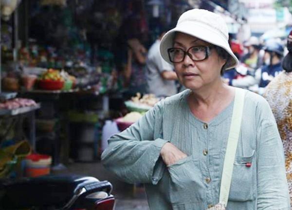 Cuộc sống mưu sinh không phải màu hồng của sao Việt