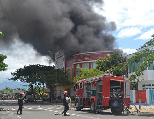 Cháy dữ dội tại công ty sơn ở Đà Nẵng - ảnh 5