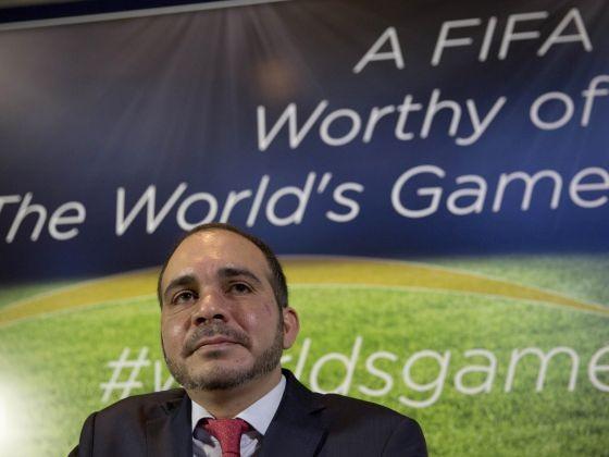 Phó Chủ tịch FIFA, Hoàng tử Ali: 'Ông Blatter phải rời FIFA ngay bây giờ' - ảnh 1