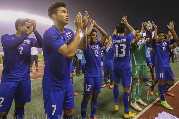 Bóng đá Thái Lan đang rất... 'nhạy cảm' - ảnh 2