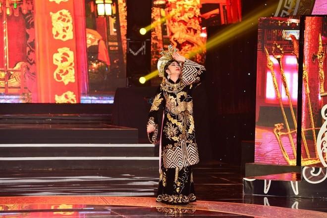 Hoài Linh hóa thân vào vai Thái hậu Dương Vân Nga - ảnh 3