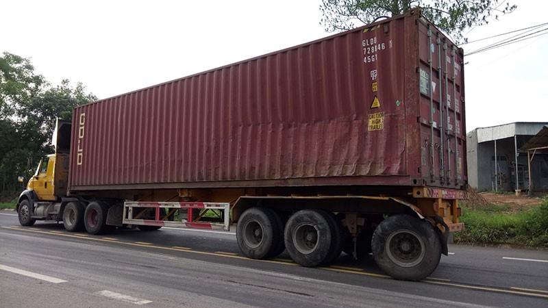 Xe chở gạch tông ô tô khiến tài xế chết thảm trong cabin  - ảnh 4