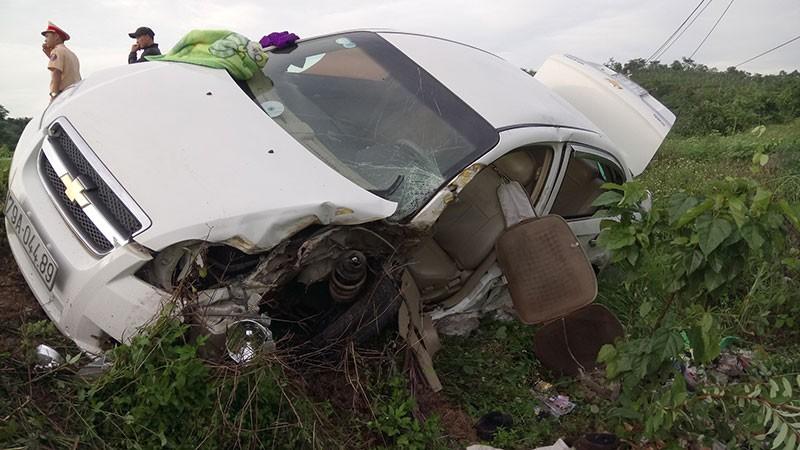 Xe chở gạch tông ô tô khiến tài xế chết thảm trong cabin  - ảnh 1