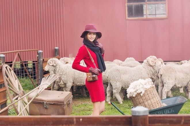 Ngọc Châu, một trong những thí sinh tiềm năng của mùa giải diện trang phục áo thun, quần short thoải mái sải bước. Ảnh Zing