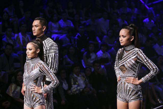 Top 3 của Vietnams Next Top Model 2016 gồm: Huy Quang, La Thanh Thanh, Ngọc Châu trước giờ công bố kết quả.