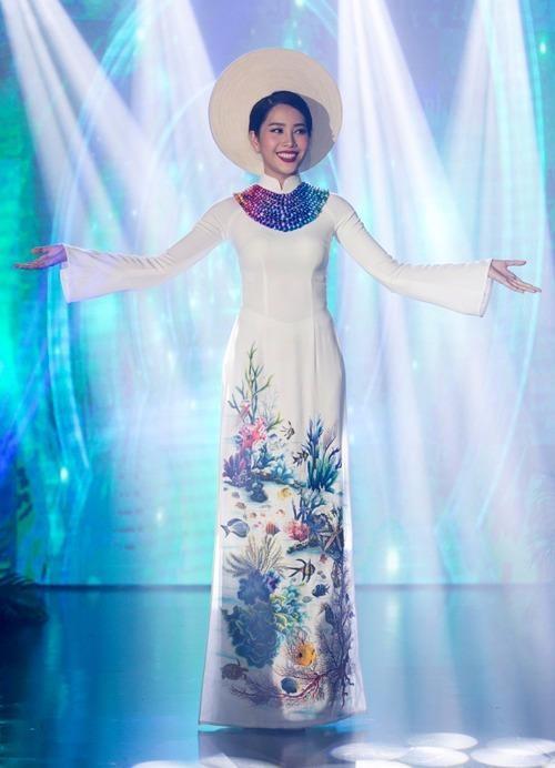 Trang phục dự thi của Nam Em tại Hoa hậu Trái đất 2016.