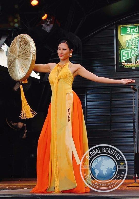Phần trình diễn trang phục dân tộc của Nguyễn Thị Loan tại Miss Grand International 2016 diễn ra tối 16-10 ở Las Vegas, Mỹ. Ảnh NLĐO