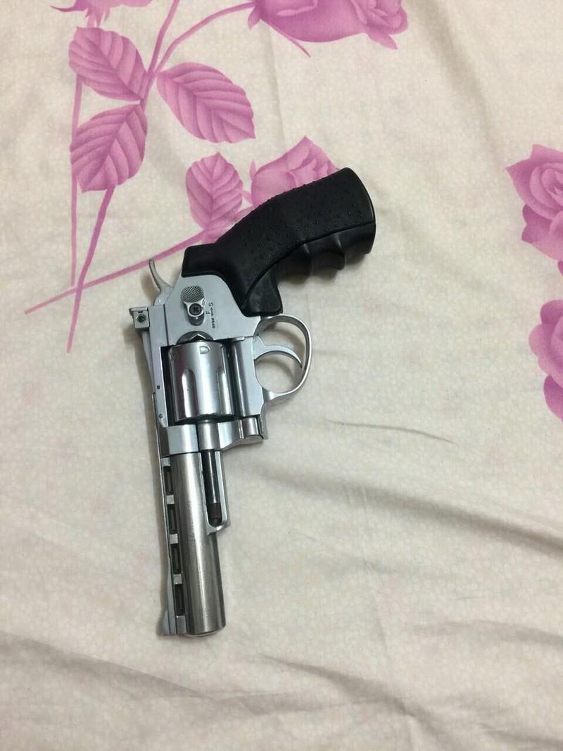 Bắt nữ quái bán ma túy pha trộn, có súng - ảnh 3