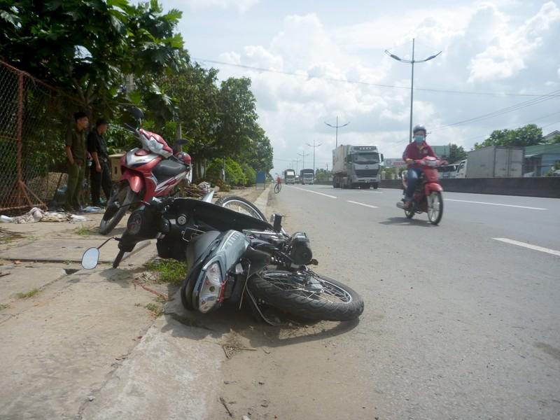 Truy đuổi 2 km bắt  ô tô gây tai nạn bỏ trốn  - ảnh 1