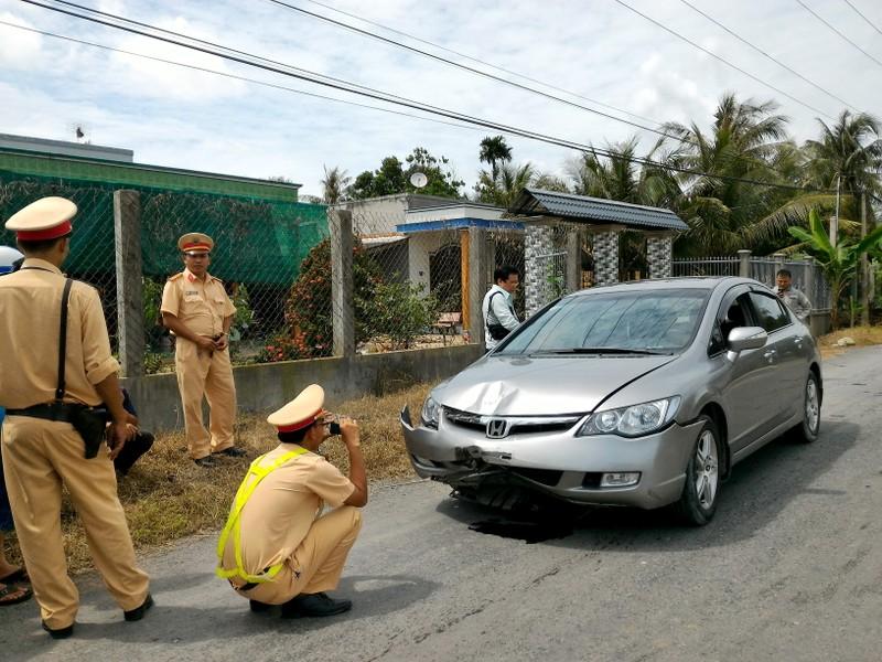 Truy đuổi 2 km bắt  ô tô gây tai nạn bỏ trốn  - ảnh 3