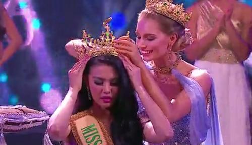 Người đẹp Ariska Putri Pertiwi năm nay 21 tuổi, đã vượt qua 73 người đẹp đến từ các quốc gia và vùng lãnh thổ trên khắp thế giới cùng cạnh tranh chiếc vương miện quý giá và giải thưởng tiền mặt trị giá 30.000 USD. Ảnh: DÂN TRÍ