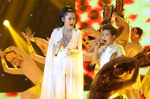 : Trong phần thi với ca sĩ khách mời, Nhật Minh được Hương Tràm hỗ trợ trong sáng tácPhật bà nghìn mắt nghìn tay. Tiết mục được dàn dựng hoàng tráng với đoàn múa và hiệu ứng ánh sáng bắt mắt.