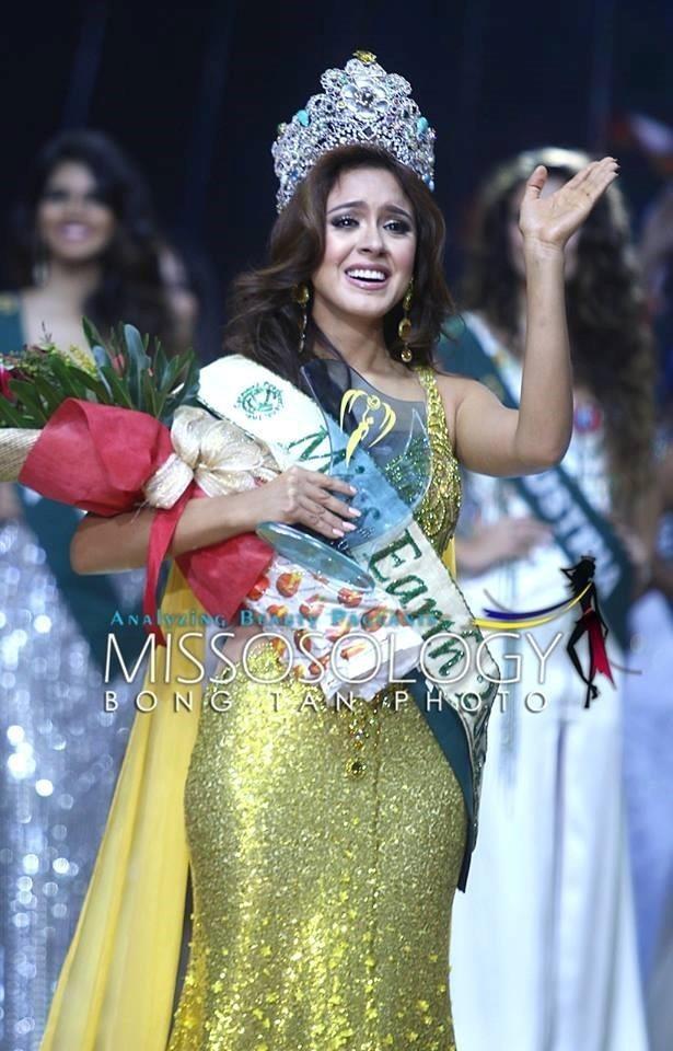 Trước chung kết, cô cũng đoạt huy chương ở nhiều phần thi phụ như đầm dạ hội, áo tắm, trang phục dân tộc. Ảnh ZING