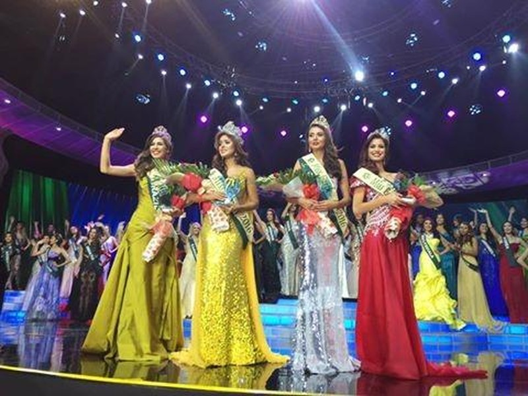 Ngôi vị á hậu 1 - hoa hậu Khí quyển là người đẹp Colombia - Michelle Gómez; á hậu 2 - hoa hậu nước là người đẹp Venezuela - Stephanie de Zorzi và á hậu 3 - hoa hậu lửa là người đẹp Brazil - Bruna Zanardo. Ảnh DÂN TRÍ