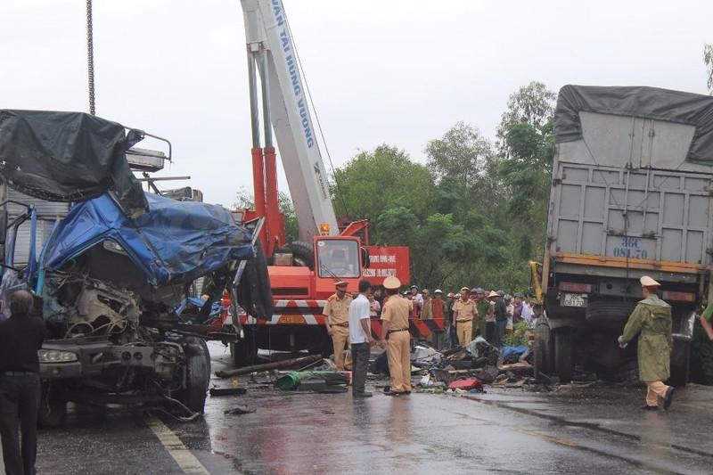 Huế: Tai nạn nghiêm trọng làm 3 người thương vong - ảnh 1
