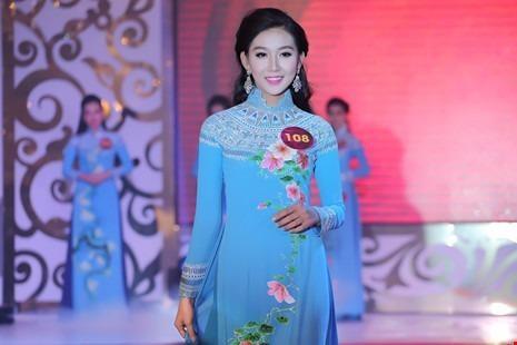 Ngọc Như trong trang phục áo dài